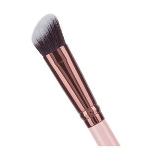 Luxie  Rose Gold Detail Angled Makeup Brush 130